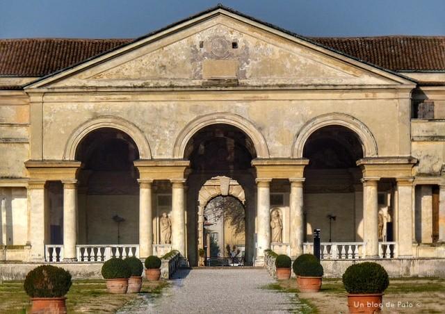 Acceso al Palacio del Te en Mantua