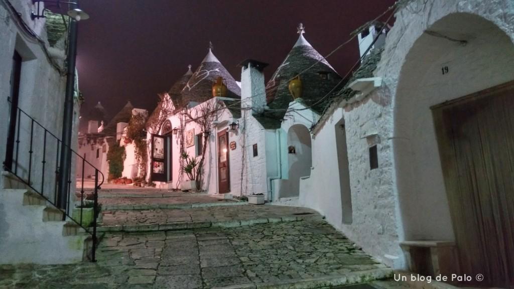 Alberobello de noche
