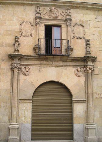 Fachada calle Concejo del Palacio Figueroa.