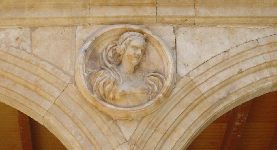 Dama del Palacio Arias Corvelle
