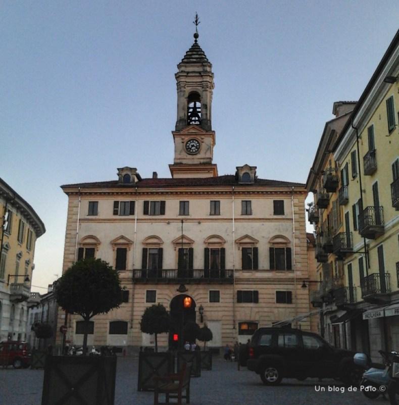 Edificio del Ayuntamiento en la Piazza Nazionale en Ivrea