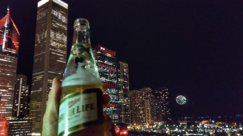 Cerveza con fuegos artificiales y vistas en Chicago