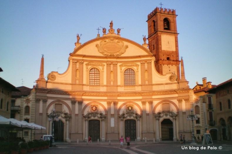 La Catedral de Vigevano al caer el sol