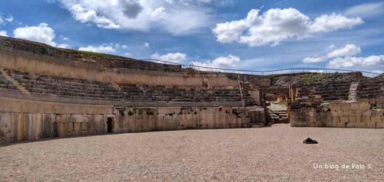 Vistas del Teatro de Segóbriga desde la arena