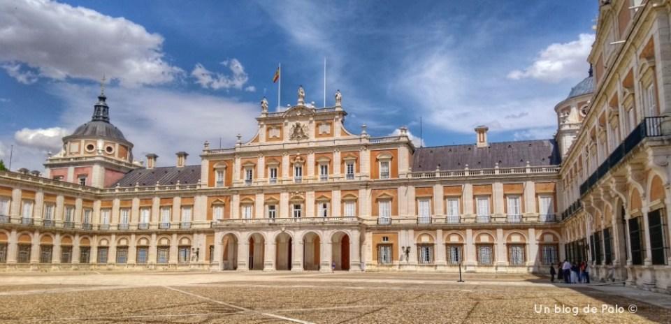 Fachada principal del Palacio Real uno de los pueblos más bonitos de Madrid