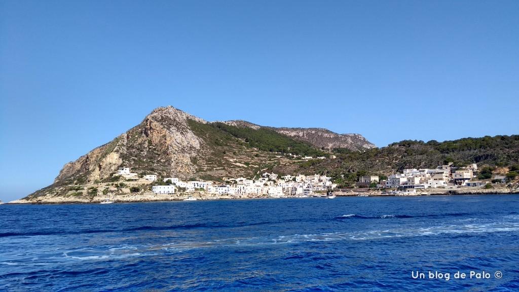 Isla de Levanzo desde el mar