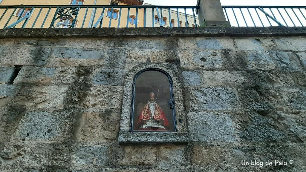 Figura de San Fermín en la Cuesta de Santo Domingo