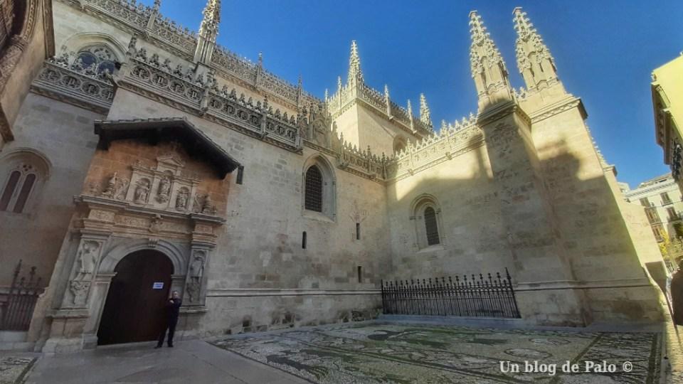 Exterior de la Capilla Real de Granda