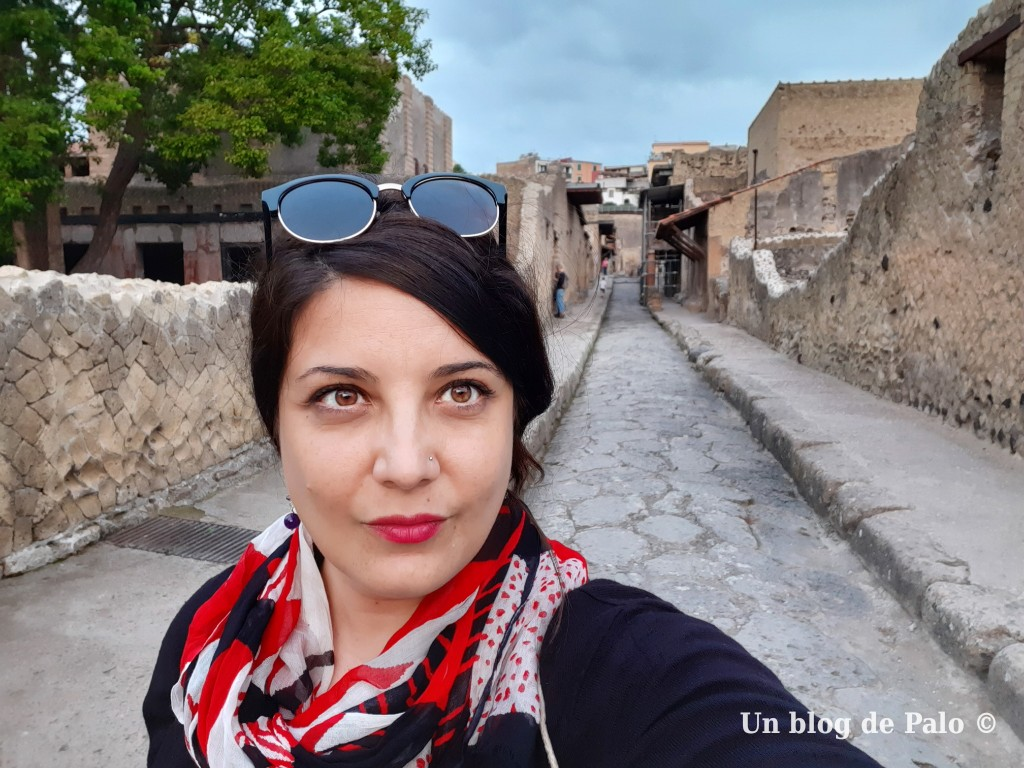 Paloma visitando Herculano (Ercolano Scavi)