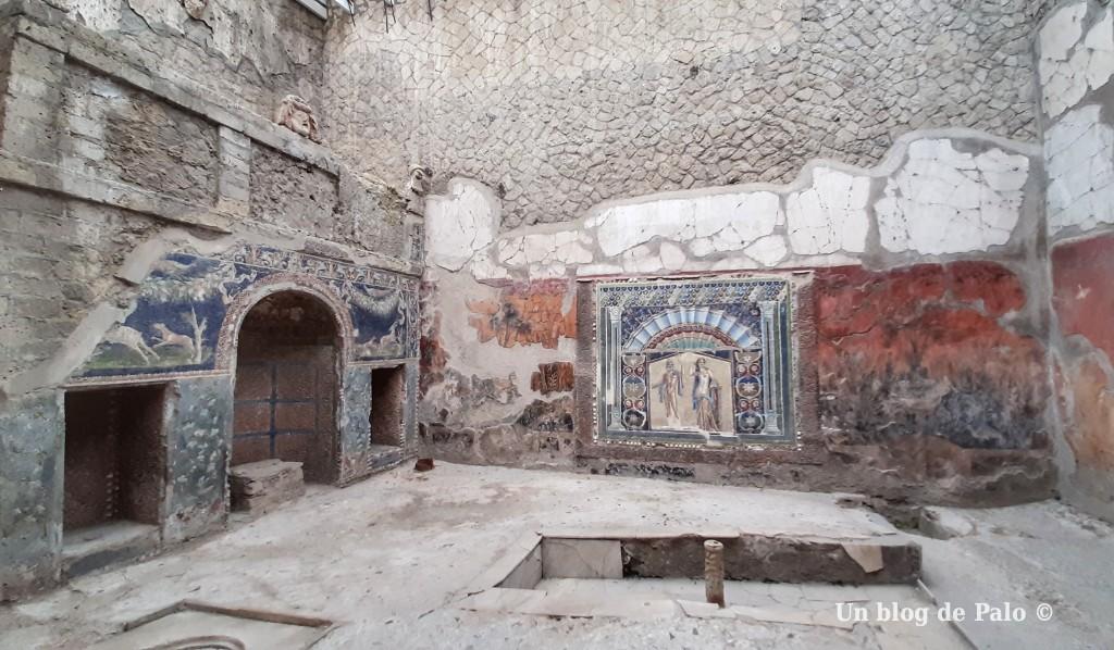 Mosaicos y decoración bien conservada en Herculano