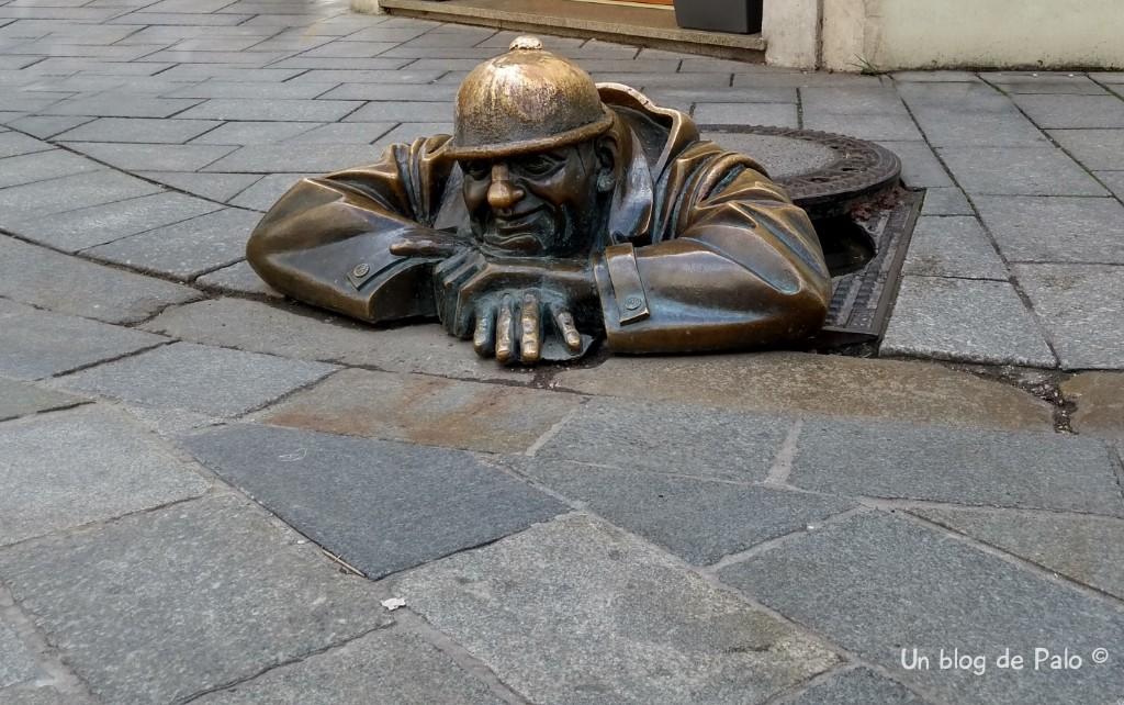 Man at work o Cumil la estatua más famosa de Bratislava