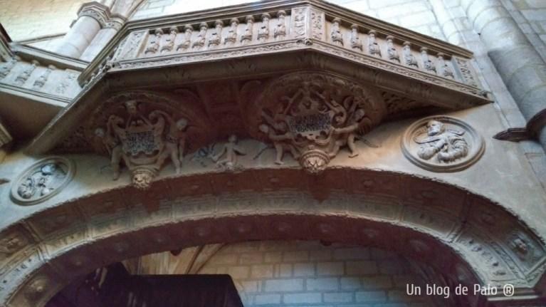 Decoración renacentista del interior de la iglesia