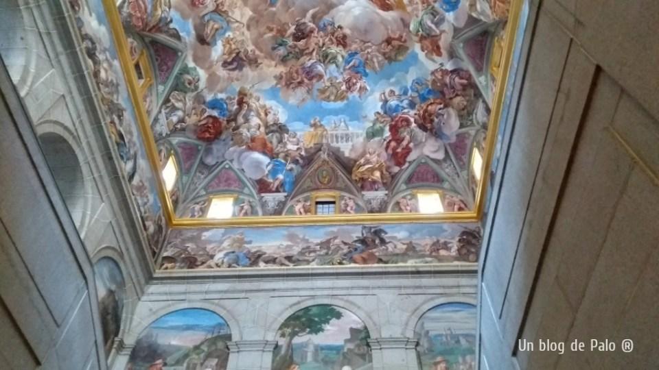 Escalera de acceso al interior del Monasterio