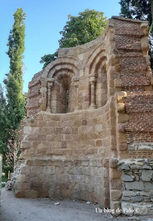 Ábside de la iglesia románica del Retiro