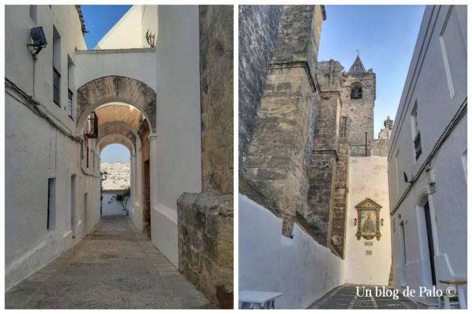 Arco de las Monjas y la Iglesia del Divino Salvador en Vejer