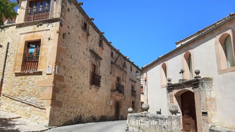 La casa de los Proaño y la iglesia de San Justo y San Pastor