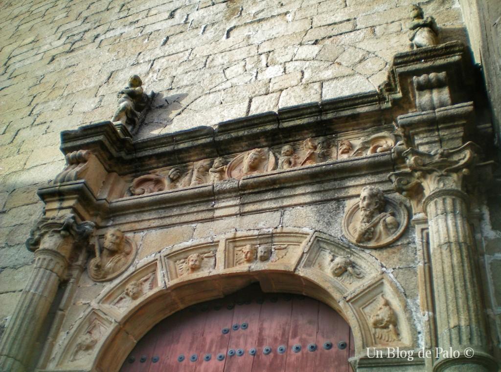 Decoración renacentista de una portada cacereña