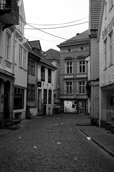 Morgonfolketomheit i Hollendergaten i Bergen.