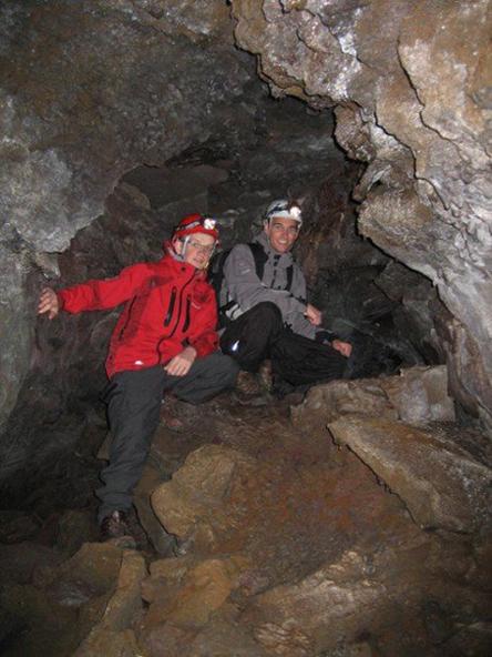 Grottevandring på Island