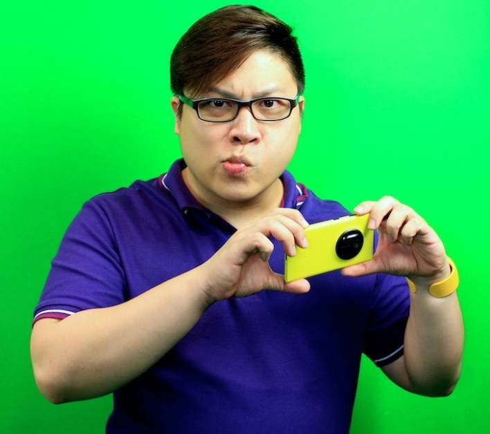 Unbox Writer Colin Chan with the Nokia Lumia 1020!