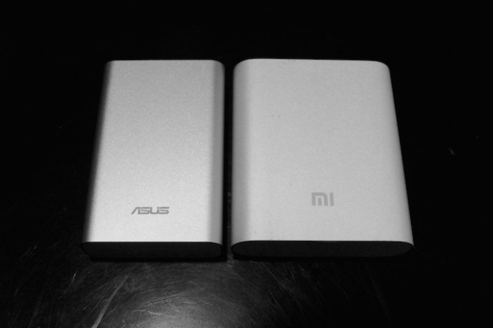 Side-by-side the Xiaomi Powerbank in Black and White