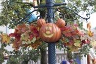 décoration Mickey sur lampadère à Disneyland