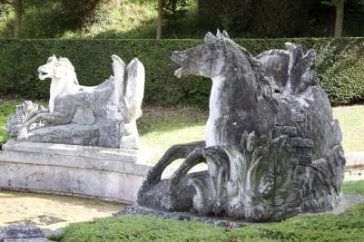 Fontaine des chevaux marins à Bizy, château à Vernon