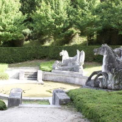 Fontaine des chevaux marins à Bizy, château à Vernon en Normandie