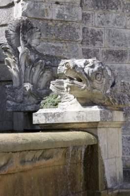 Fontaine des dauphine à Bizy