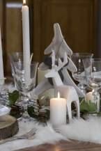 Cerf sur table basse d'inspiration scandinave