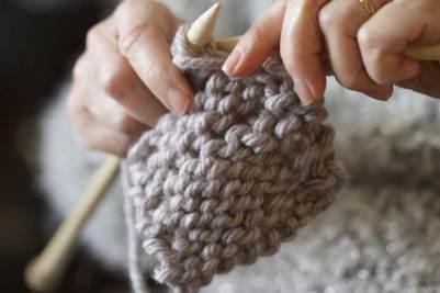 Mamie tricote pour Perrine