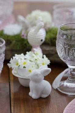 Vase oeuf et primevères