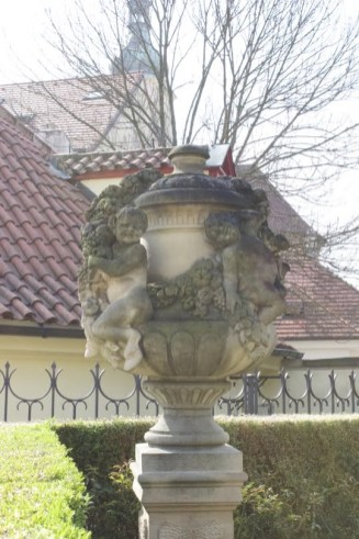Tulipes de la terrasse inférieure du jardin Vrtba à Prague