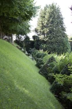Vue sur le jardin de la lune du château d'Ambleville.