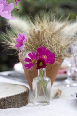 Des cosmos pour une jolie table d'été champêtre