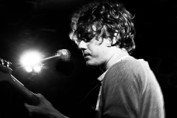 Kevin Morby - Singing saw. Photographie : Emmanuel Leroy.