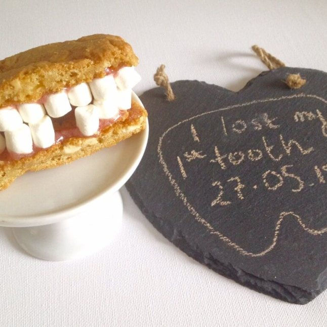 Teeth cookies. Which tooth did your little one lose? Create these cookies with mini marshmallows #toothfairy