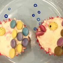 Swimming party themed tea upcakes. Use smarties to create fish gills and mouth and use a black food colouring pen to create an eye. Swim party themed cakes