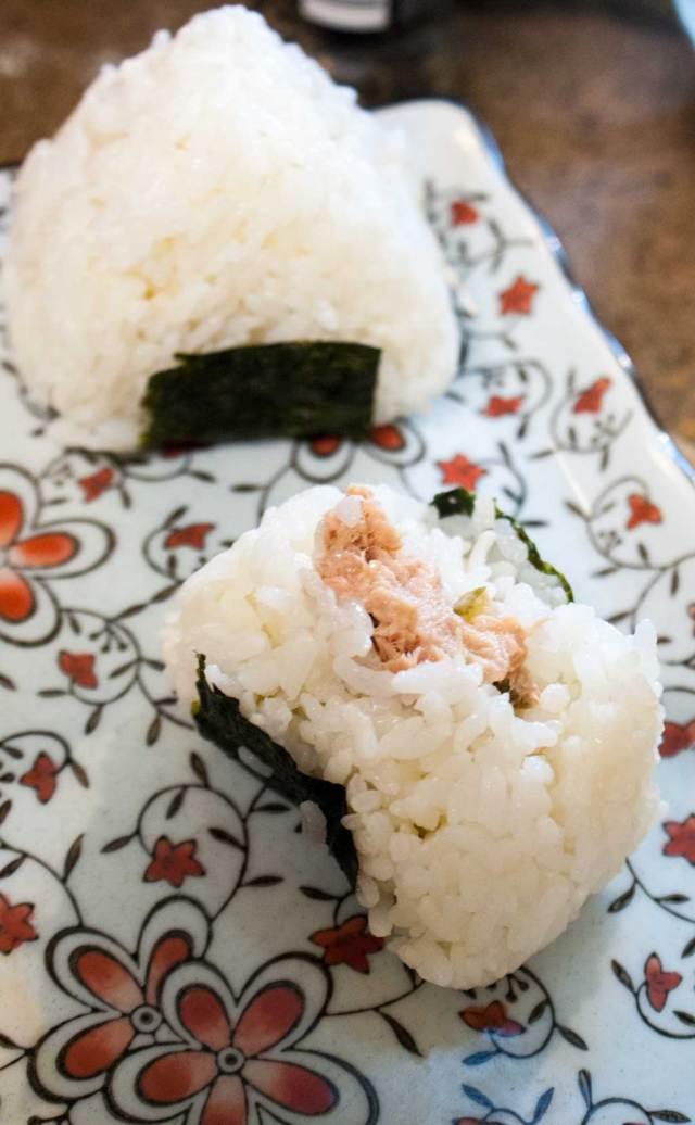 How to make onigiri (Japanese rice balls)