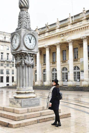 Horloge place de la comédie et du grand théatre de Bordeaux_un couple en vadrouille