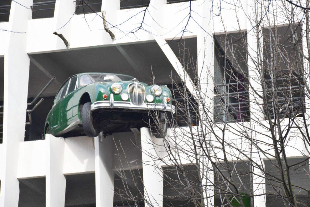 La voiture perchée du Parking victor Hugo de Bordeaux_France