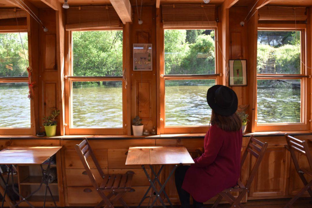 A l'intérieur du bateau l'amarante de montsoreau