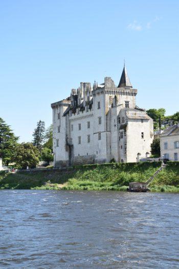Vue sur le chateau de Montsoreau depuis la Loire