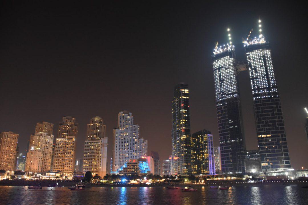 Croisière en boutre à Dubai Marina_ un couple en vadrouille