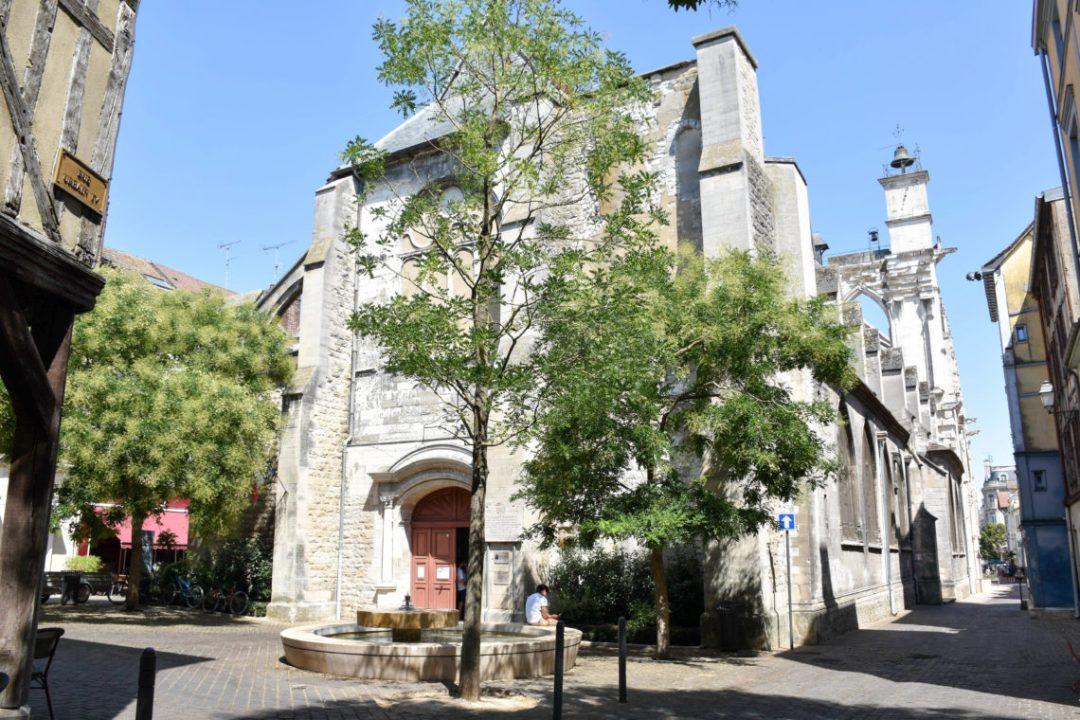 Entrée église saint jean au marché à Troyes