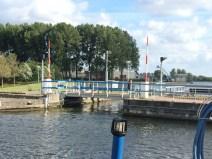 die Brücke zum Hafen