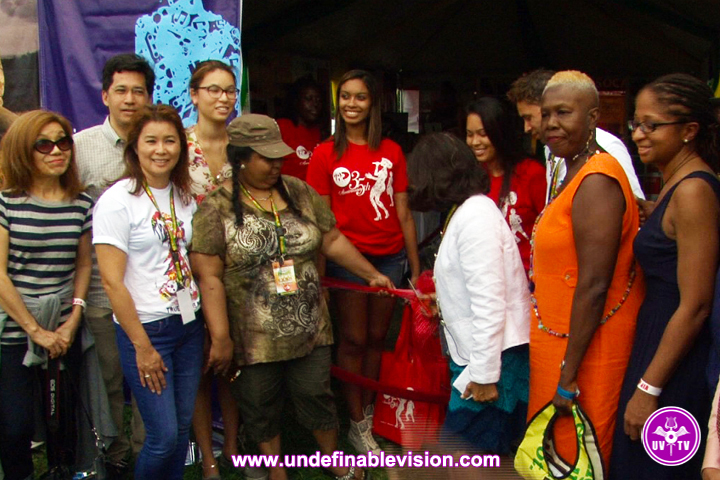 Undefinable-Vision-at-VP-Records-35th-Anniversary-Pop-Up-Shop-Debut-at-Grace-Jamaican-Jerk-Festival_(14)