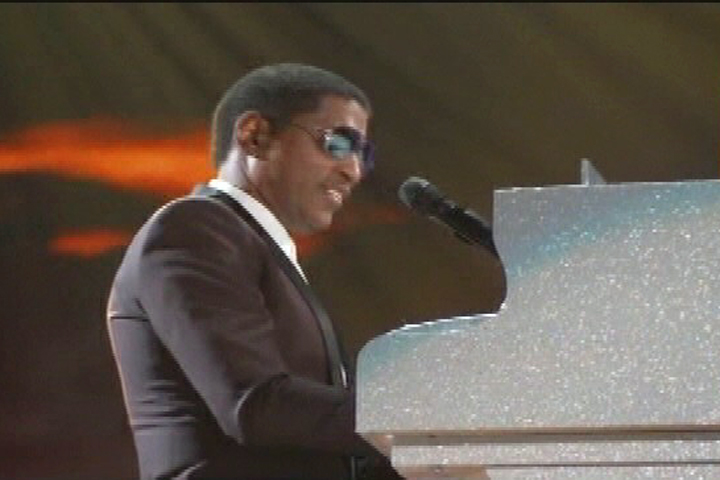 Babyface playing a medely of hits at The Soul Train Awards