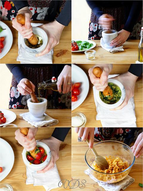 Pâtes au pesto rouge de tomates, pignons et pistaches  pas à pas