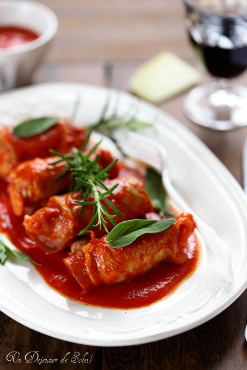 Roulés de viande au jambon, fromage et sauce tomate (involtini)